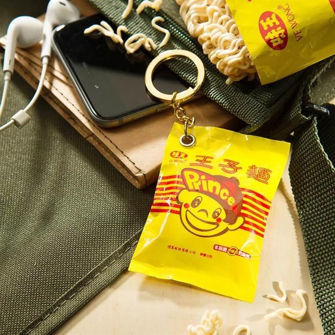 (半世紀的好滋味,王子麵變身悠遊卡。圖/悠遊卡公司提供)