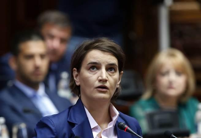塞爾維亞總理安娜‧布納比奇表示,他們加入歐盟的聲討白羅斯行列,但希望白羅斯能諒解。(圖/美聯社)