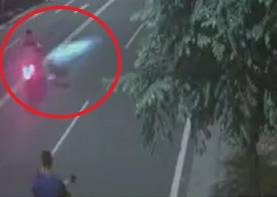 雲林發生騎士遭比特犬狂咬3分鐘。(圖/翻攝畫面)