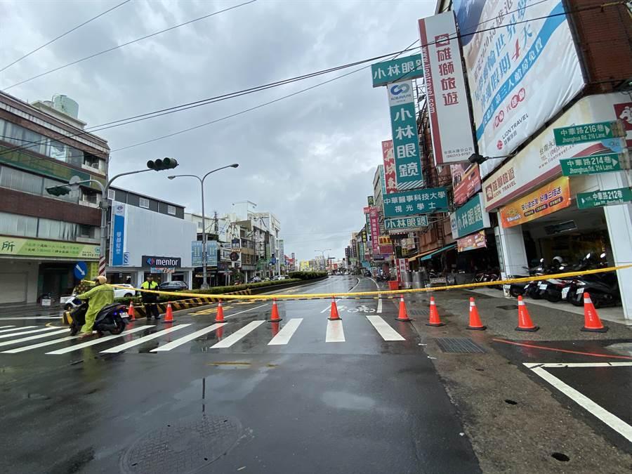 。由於中華路車流量極大,預計明天傍晚5點前完成搶修,恢復全線通車。(曹婷婷攝)