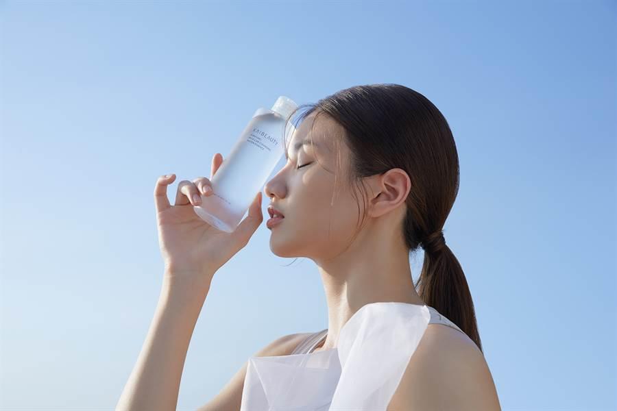 KAIBEAUTY推出新品「純粹卸妝水精華」,NT580元。(圖/品牌提供)