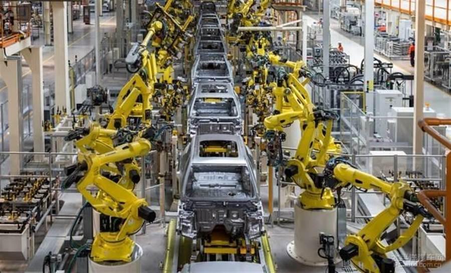 美國政府挑起的貿易戰未給美國汽車製造業帶來好處,反而促使美國汽車業工作機會流向大陸。圖/美聯社