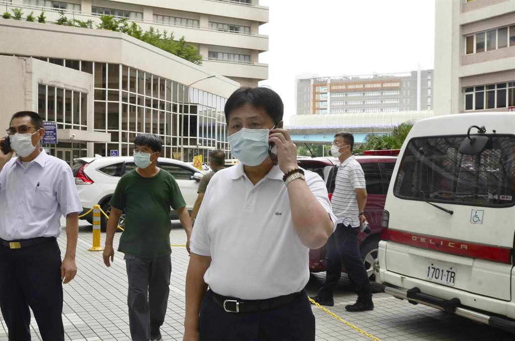 新北市警察局長陳檡文代表新北市長侯友宜,到醫院探視陳之漢家屬。(中時資料照 賴佑維攝)