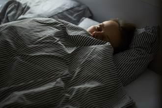 女半夜盜汗急就診 竟是更年期到了 醫曝3招緩解不適
