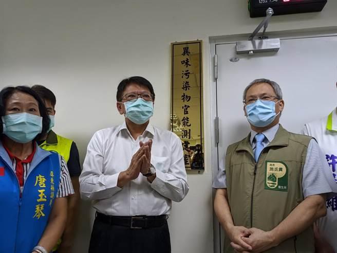 屏東縣檢驗中心成立「異味汙染物官能測定室」,27日揭牌,9月1日正式啟用。(潘建志攝)