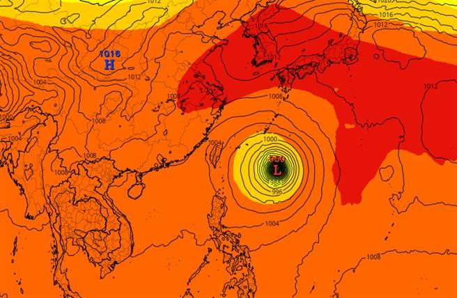 梅莎未來將通過台灣東部外海,高壓強度、暴風半徑將決定對台影響程度。(翻攝美軍氣象網站)