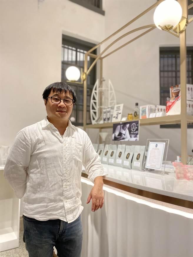 在台北經營咖啡生意12年的侯國全,造訪這處空間2次,就決定要在這裡開1家咖啡館。(曹婷婷攝)