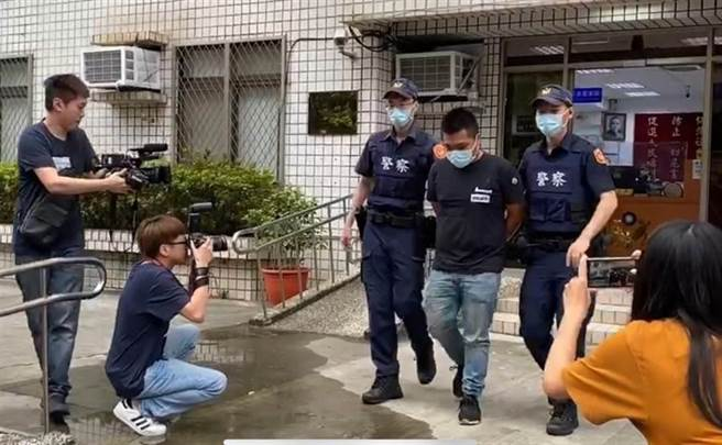 23歲劉姓男子移送時面對媒體提問不發一語。(戴上容攝)