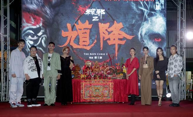 李英宏(左起)、劉國劭、鄒承恩、夏于喬、許安植、陳雪甄、夏紫薇、顏正國今出席電影首映會。(粘耿豪攝)