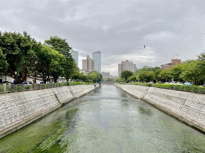 台中市府整治柳川重新展現親水、近水、綠美化的空間,讓民眾內化親水保育理念成為生活之日常。(盧金足攝)