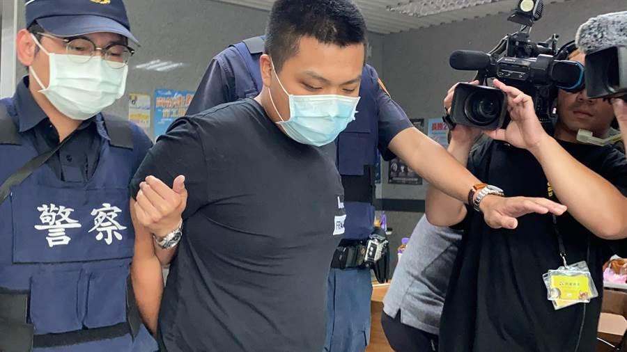 不滿開槍射館長 粉絲暴動爆打23歲槍手(翻攝網路/張睿廷新北傳真)