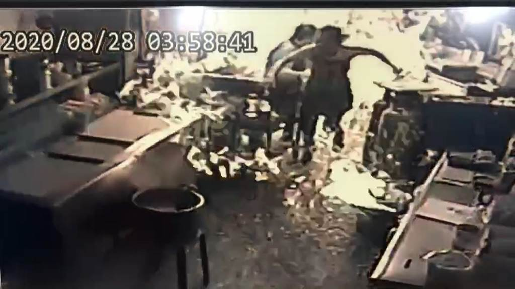 父母雙亡後的巫男獨自租屋在員林,與親友長期失聯,命運坎坷的他28日不幸命喪員林豆漿店大火中,如今傳出竟連一張做為遺照的照片都沒有,令人鼻酸。(資料照)