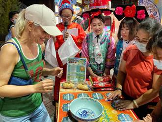 金門中秋博狀元快閃台灣 首場機票得主是鄉親遊客