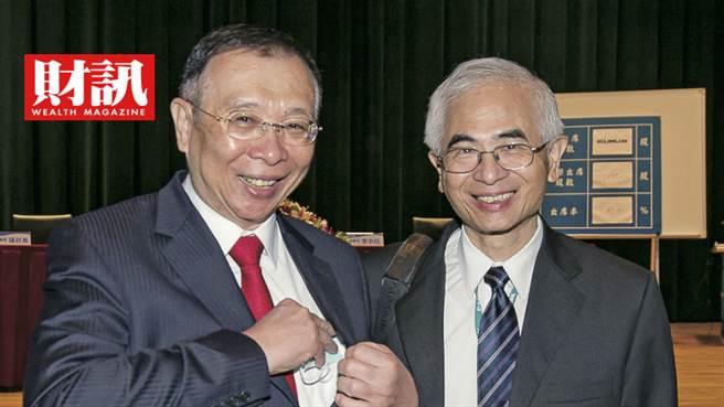 友訊董事長李中旺(右)和大股東台鋼集團總裁謝裕民(左)要讓公司轉虧為盈。(圖/彭世杰攝)