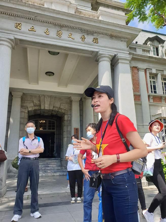 越南外配童氏容向各國新住民介紹台南的古都風情。(移民署提供/陳鴻偉台北傳真)