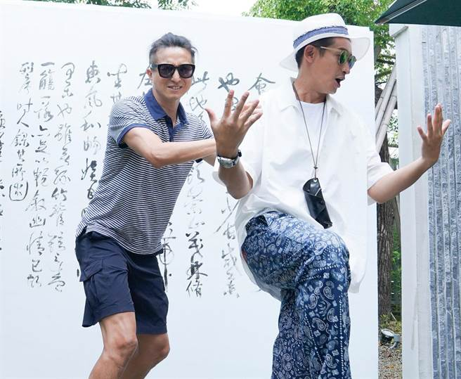 王少偉(左)、Darren邱凱偉起鬨收視破十。(深緣及水&我的婆婆提供)