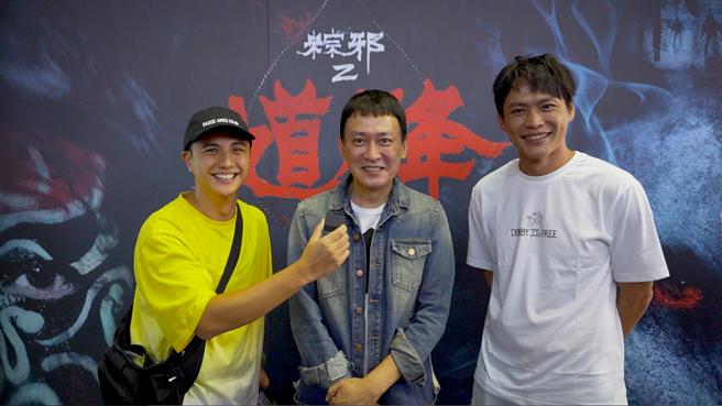 曾子余(左起)、王識賢、黃鐙輝昨現身首映會。(華影提供)