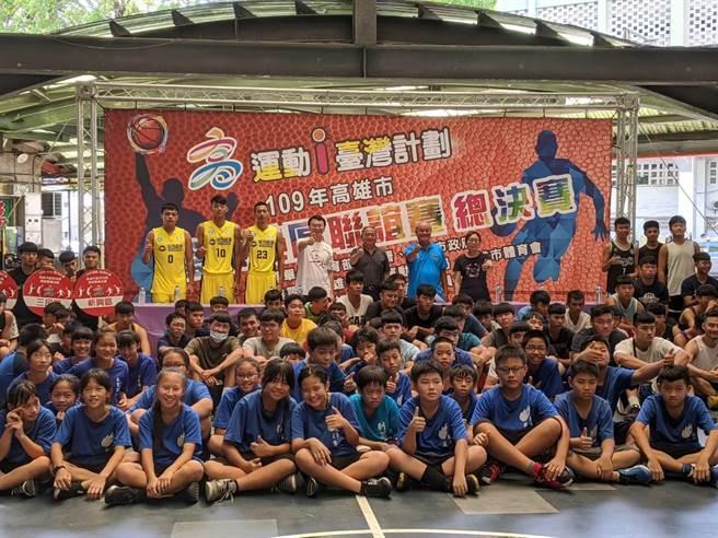 高雄市籃球社區聯誼賽29日總決賽。(曹明正攝)