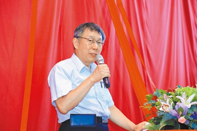 台北市長柯文哲到台中視察中捷綠線工程,為日前的「南部搭公車『厭桃』」說法道歉。(林欣儀攝)