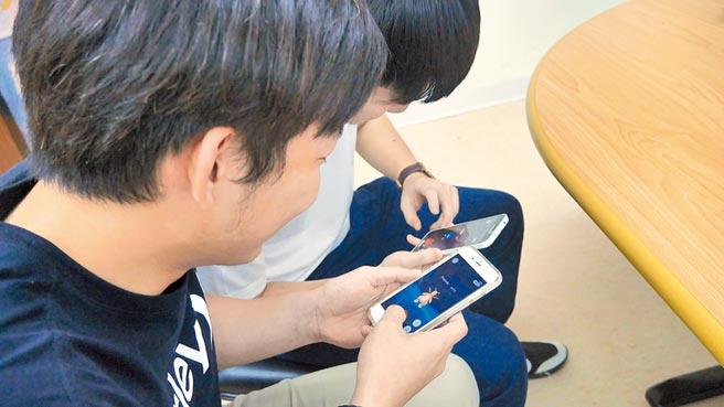 國內高中以下學生中,約有13.8%的學生有手遊成癮的問題。(本報資料照片)