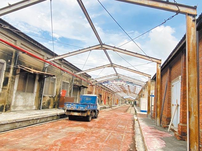 嘉義縣蒜頭糖廠東側倉庫群即將整建完成,預計年底前完成招商。(張亦惠攝)