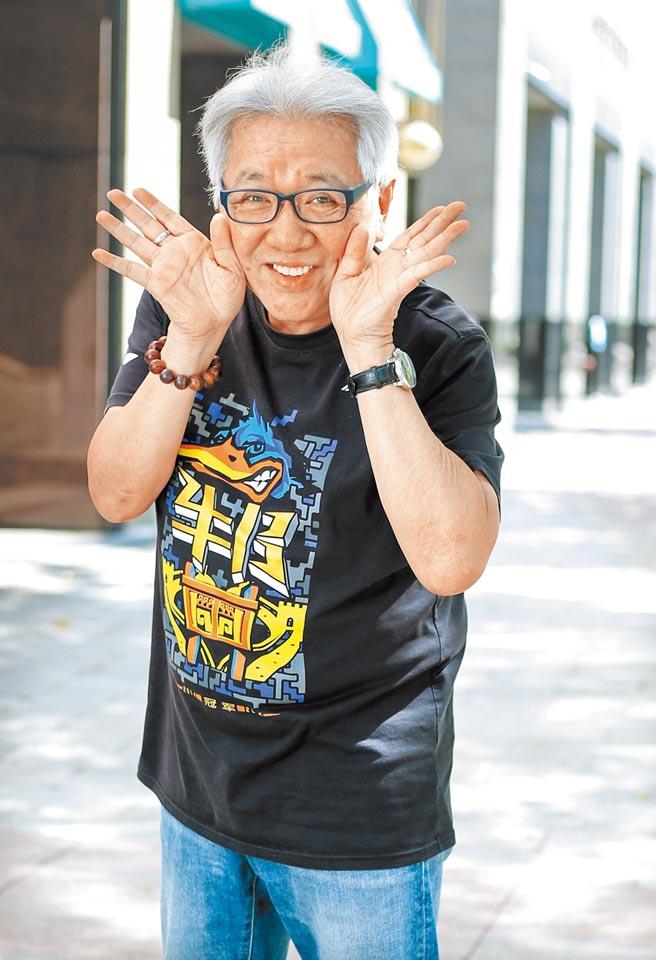 王夢麟每天健走維持身體健康。(粘耿豪攝)