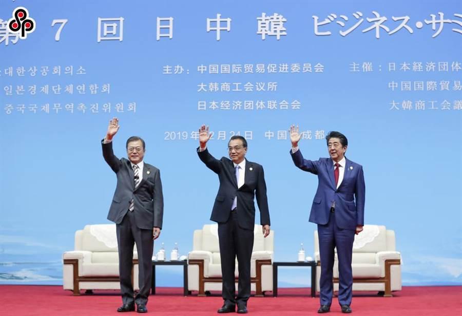 陸媒:回望安倍執政 體會中日關係複雜性 - 兩岸