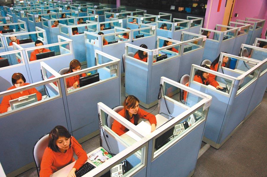 東森購物Call Center客服人員訓練有素,面對消費者各種提問,都能及時給予專業親切的答覆及服務。圖/東森購物