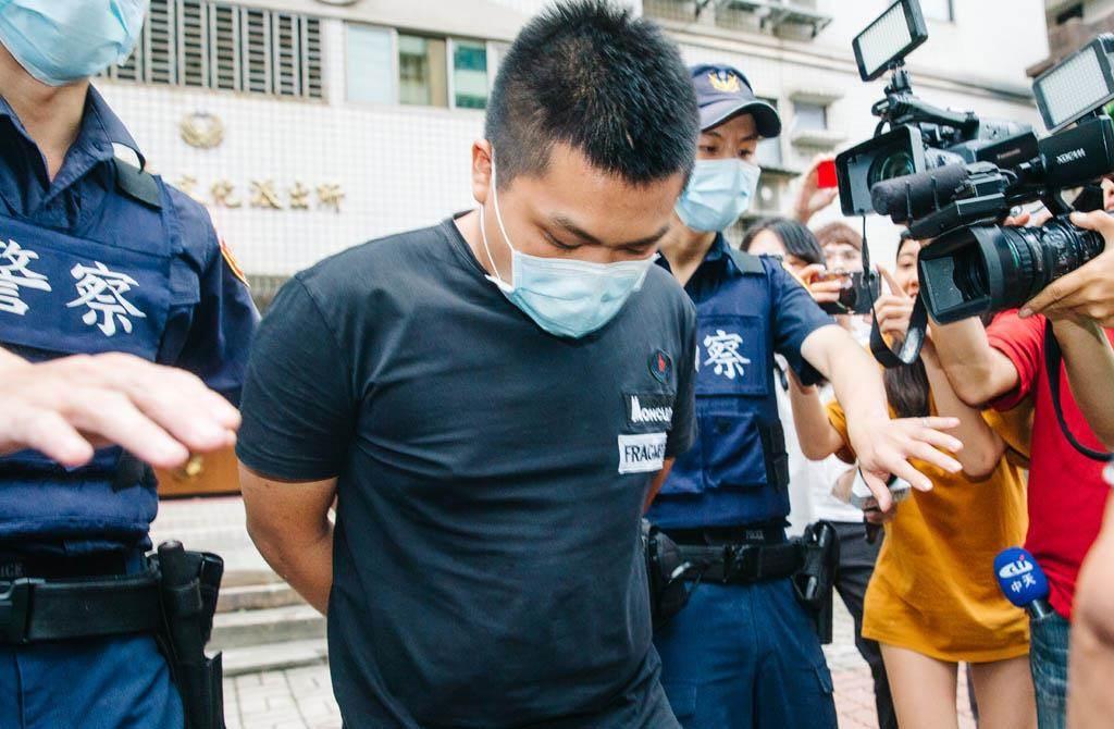 槍擊館長陳之漢的23歲男子劉承浩(中),被知情人士分析,相當符合黑道選擇「執行者」的條件。(中時資料照 郭吉銓攝)