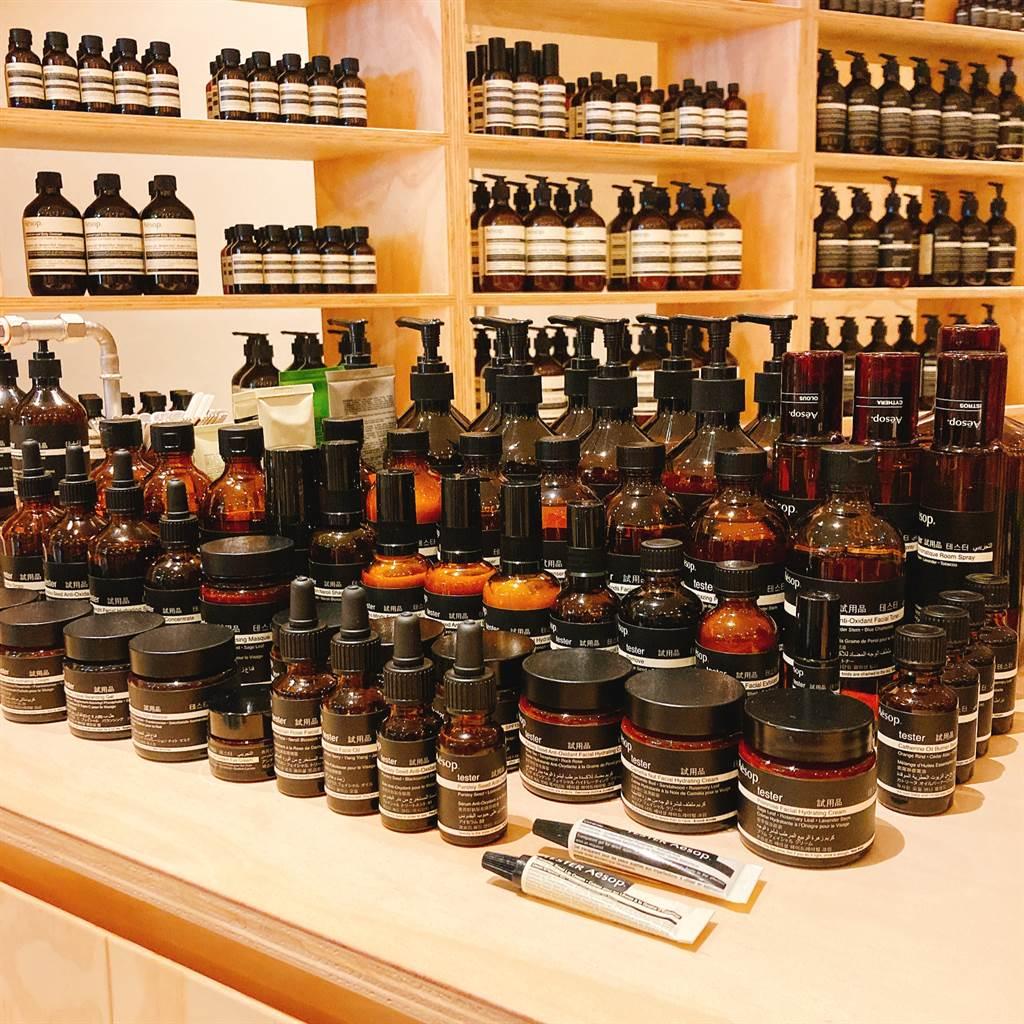 店內提供Aesop全系列的護膚、護髮和身體保養產品。(圖/邱映慈攝影)