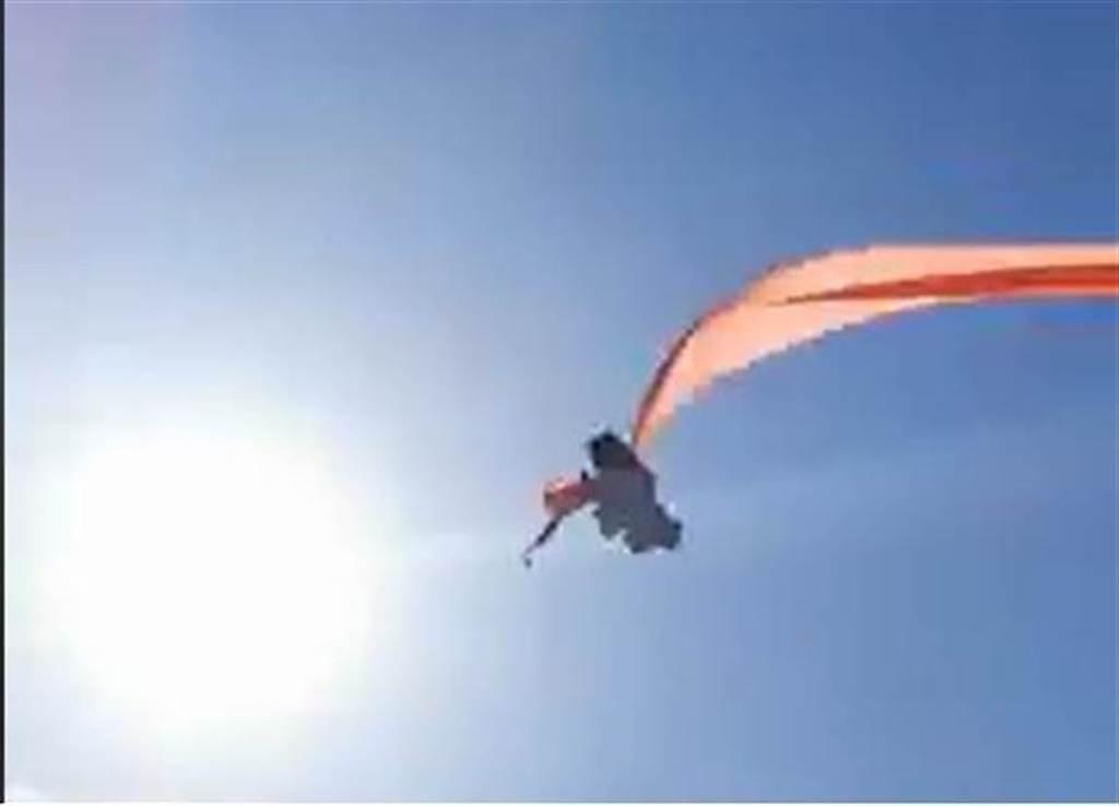 新竹國際風箏節出現意外,有小女孩遭風箏捲入飛天亂竄,幸虧平安降落,但場面嚇壞所有人。(摘自臉書/邱立雅竹市傳真)