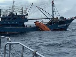 陸漁船遭撞翻覆 12人失蹤2獲救 兩岸海巡聯手大搜救