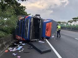 台61線布袋段貨櫃車翻覆 駕駛遭壓車底無生命跡象