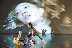 舞者錄下另一名舞者 當鏡頭入侵舞台