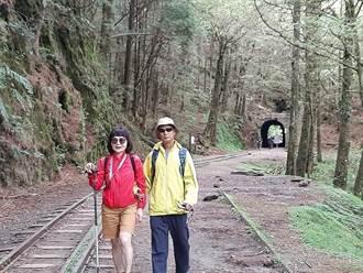 好強!妻帶視障夫爬黃山、楚格峰 眠月線也難不倒