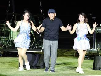 中職》遇到偶像陳昇 洪一中唱歌、擺臀樣樣來
