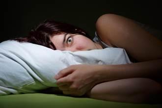 半夜找媽 一開門驚見恐怖怨靈狠瞪 網嚇:怨氣太重