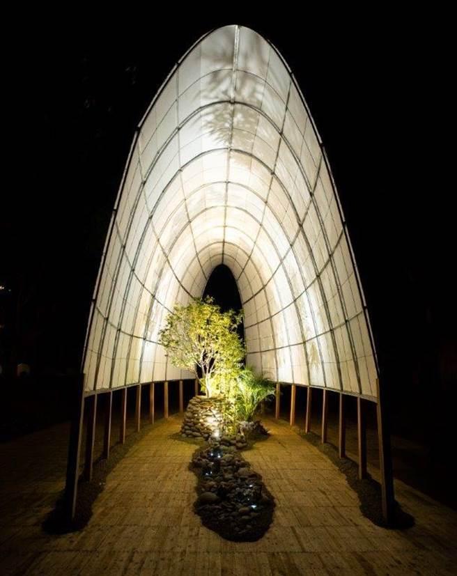 「里山禾樂」燈區的樹的告白,石的應答。(農業局提供/陳淑娥台中傳真)