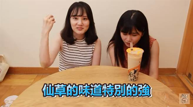 Sato醬、LinLin評測冷門手搖飲。(圖/UMAI 美食頻道YouTube)