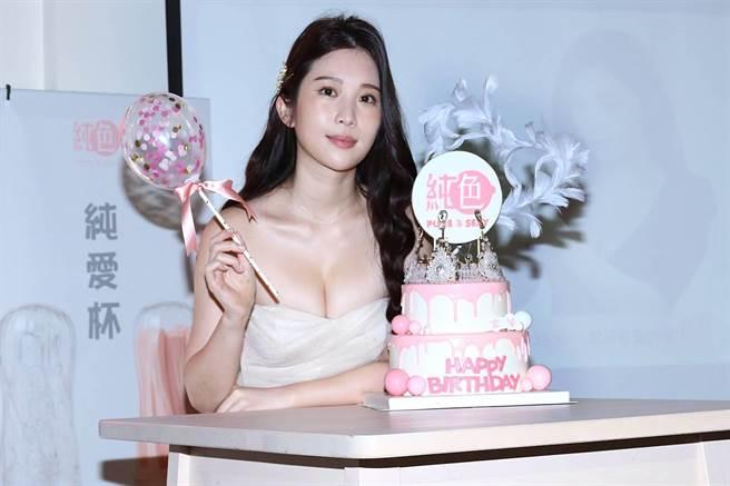 雞排妹今出席自創品牌「純色PURE & SEXY」記者會。(純色PURE & SEXY提供)