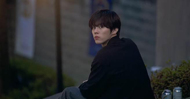 前男團X1成員金宇碩首挑大樑,角色與本人相似。(翻攝WeTV)