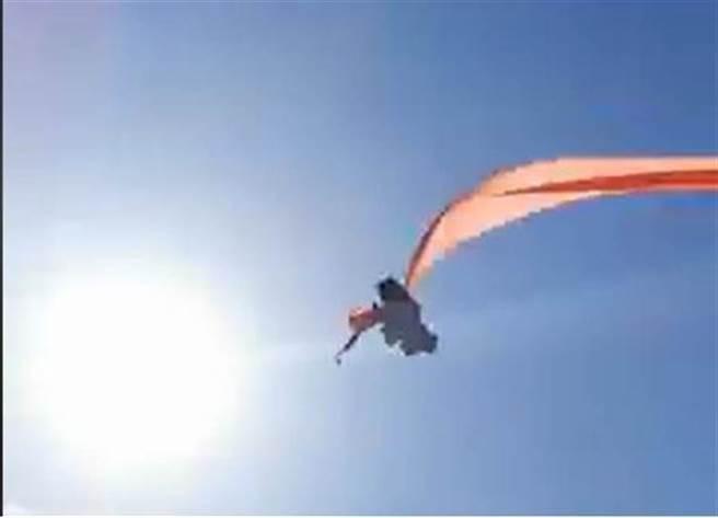 國際風箏節,女童遭24米風箏尾纏繞甩上半空原因曝光。(臉書翻攝)