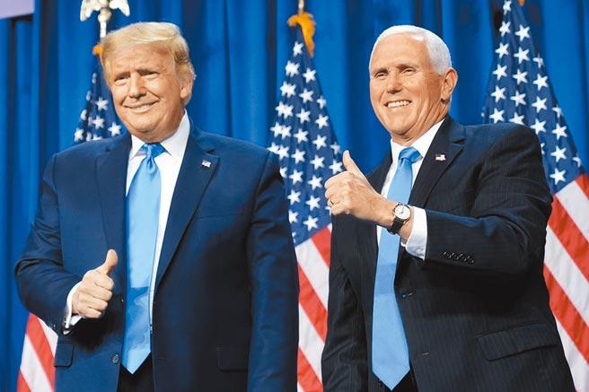 台灣宣布放寬美牛、開放美豬進口後,美國副總統彭斯推文讚許。圖為美國總統川普(左),與副總統彭斯(右)。(美聯社)