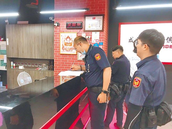 新北市警察局加強派員巡邏成吉思汗健身俱樂部。(警方提供/葉書宏新北傳真)