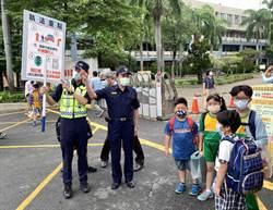 開學日首日南警六分局執行「護童專案」 宣導路口安全大