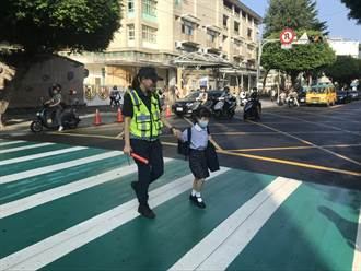 開學首日 永和警保護孩童安全上學