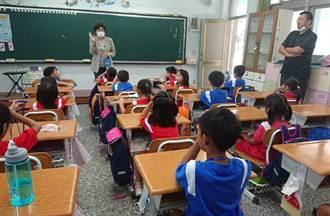 新學期新桌椅 台東縣政府逐步汰換舊式課桌椅