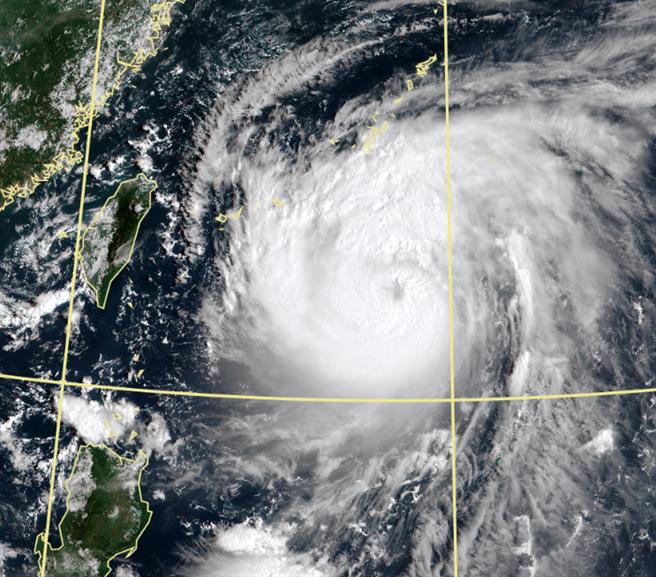 「梅莎」颱風海警機率曝光 彭啟明揭颱風密集期。(氣象局)
