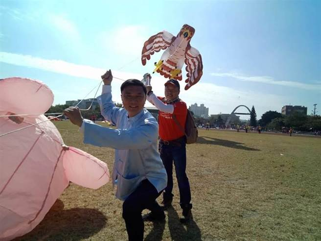 第二屆鹿港風箏節預計今年11月再度登場,鹿港鎮長許志宏(前)強調,尚未完全敲定,由於新竹活動剛發生意外,公所將會針對整體活動的安全性、可行性,進行更審慎的評估,安全絕對是第一考量。(資料照,謝瓊雲攝)