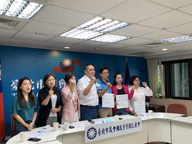 國民黨北市議會黨團召開記者會組成食安正義聯盟。(張薷攝)
